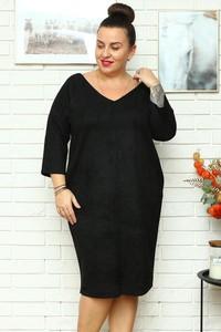 Czarna sukienka KARKO midi z długim rękawem z dekoltem w kształcie litery v