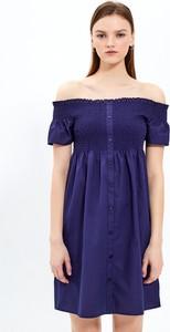 Sukienka Gate z odkrytymi ramionami z bawełny z krótkim rękawem