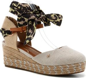 Sandały Wrangler na koturnie z klamrami