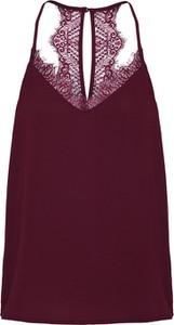 Czerwona bluzka Only w młodzieżowym stylu z dekoltem w kształcie litery v