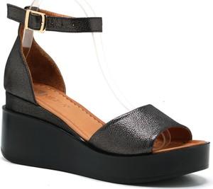Sandały Venezia z klamrami w stylu casual
