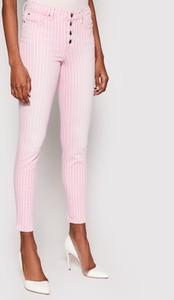Różowe jeansy Guess