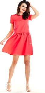 Czerwona sukienka Awama z okrągłym dekoltem rozkloszowana
