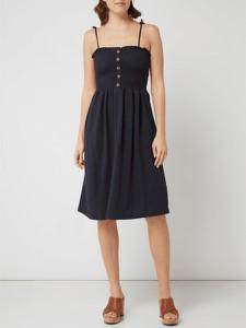 Sukienka Vero Moda z dekoltem w karo