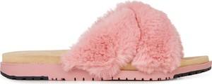 Różowe klapki EMU w młodzieżowym stylu