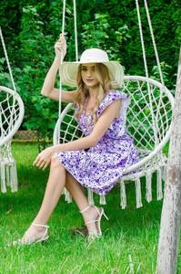 Fioletowa sukienka Olika z dekoltem w kształcie litery v