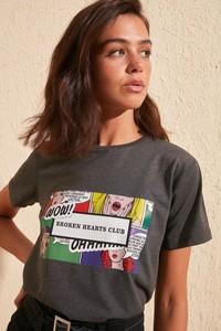 T-shirt Trendyol z okrągłym dekoltem w młodzieżowym stylu
