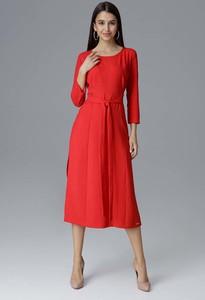 Czerwona sukienka Figl z długim rękawem trapezowa z okrągłym dekoltem