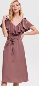 035da3d753 Sukienka Reserved z żabotem midi z krótkim rękawem
