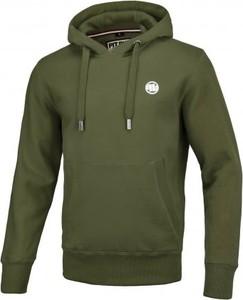 Zielona bluza Pit Bull West Coast w młodzieżowym stylu