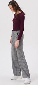 Fioletowa bluzka Sinsay w młodzieżowym stylu