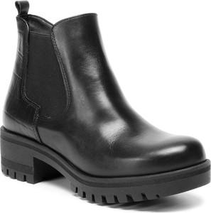 Czarne botki Tamaris w młodzieżowym stylu