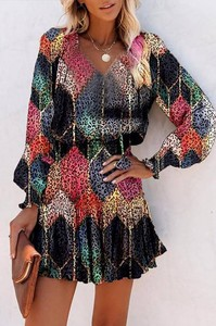 Sukienka IVET z długim rękawem z dekoltem w kształcie litery v