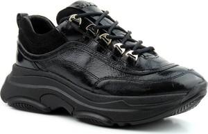 Czarne buty sportowe Carinii z zamszu z płaską podeszwą