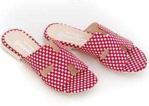 Czerwone klapki Zapato w stylu casual z płaską podeszwą