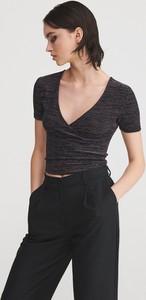 Czarna bluzka Reserved w młodzieżowym stylu z dekoltem w kształcie litery v