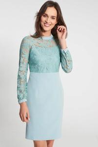 Niebieska sukienka QUIOSQUE prosta mini z długim rękawem