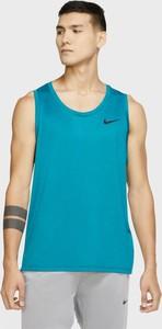 Niebieski t-shirt Nike w sportowym stylu