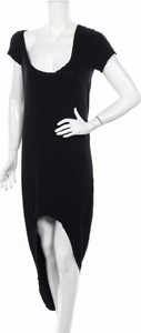 Czarna sukienka Tobi w stylu casual z krótkim rękawem