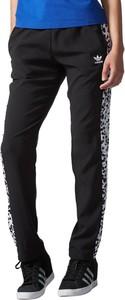 Spodnie sportowe Adidas w młodzieżowym stylu z dresówki