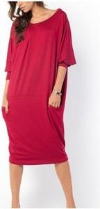 Czerwona sukienka Meleksima z długim rękawem oversize midi