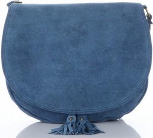 Niebieska torebka VITTORIA GOTTI w stylu boho średnia z frędzlami