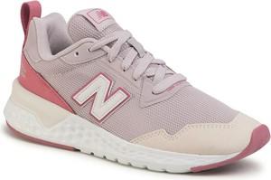 Różowe buty sportowe New Balance ze skóry ekologicznej sznurowane z płaską podeszwą