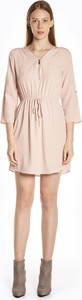 Różowa sukienka Gate koszulowa