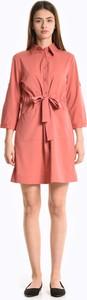 Różowa sukienka Gate w stylu casual