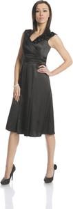 Czarna sukienka Fokus rozkloszowana z szyfonu