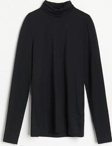 Czarna bluzka Reserved z golfem w stylu casual