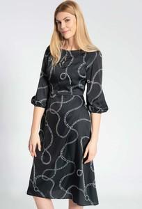 Czarna sukienka QUIOSQUE z długim rękawem z okrągłym dekoltem