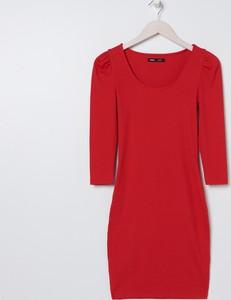 Czerwona sukienka Sinsay dopasowana z długim rękawem