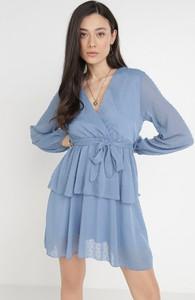 Sukienka born2be z dekoltem w kształcie litery v kopertowa