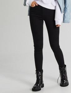 Czarne jeansy Cropp w stylu casual