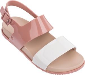 Różowe sandały Melissa z klamrami w stylu casual