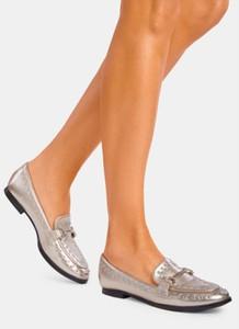06b2a751 Srebrne buty damskie z płaską podeszwą DeeZee, kolekcja lato 2019