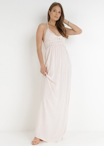 Sukienka born2be trapezowa na ramiączkach z dekoltem w kształcie litery v