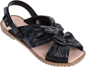 Czarne sandały Melissa z płaską podeszwą ze skóry