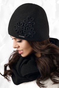 Czarna czapka Kamea