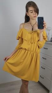Żółta sukienka Nefresca w stylu casual midi