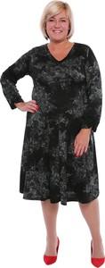 Sukienka modneduzerozmiary.pl z długim rękawem w stylu casual