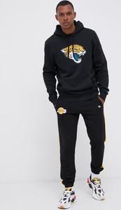Czarna bluza New Era w młodzieżowym stylu