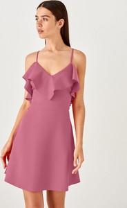 Sukienka Trendyol z dekoltem w kształcie litery v w stylu casual na ramiączkach