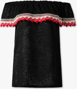 Czarny t-shirt YESSICA w stylu boho z krótkim rękawem