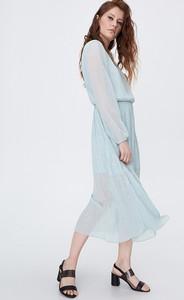 Niebieska sukienka Sinsay z dekoltem w kształcie litery v