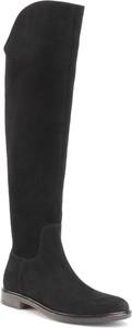 Czarne kozaki Gino Rossi z płaską podeszwą w stylu casual za kolano