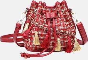 Czerwona torebka Cikelly w młodzieżowym stylu