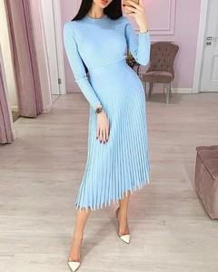 Sukienka Kendallme midi z długim rękawem z okrągłym dekoltem