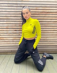 Żółty top Adidas Performance z golfem w sportowym stylu